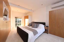Dormitorios de estilo moderno por Nicolas Tye Architects
