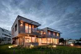 Projekty, nowoczesne Domy zaprojektowane przez illichmann-architecture