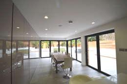 moderne Eetkamer door Nic  Antony Architects Ltd