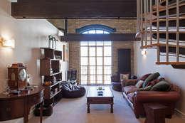 Гостиная в . Автор – Nic  Antony Architects Ltd