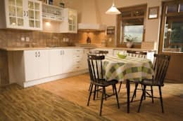 country Kitchen by Supreme Floors Ibérica S.L.
