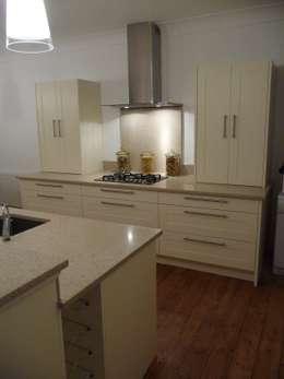 Cozinhas modernas por Marbles Ltd