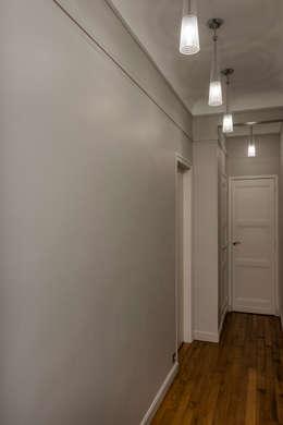 Couloir moderne: Couloir, Entrée & Escaliers de style de style Moderne par Decorexpat