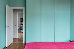 Chambre avec placard: Chambre de style de style Moderne par Decorexpat