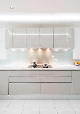 Artika by Pedini: modern Kitchen by Urban Myth