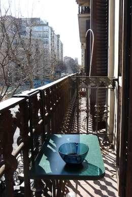 Coffee table Valchromat: Balcon, Veranda & Terrasse de style de style Minimaliste par Quentin Mevel