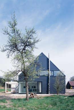 Casas de estilo escandinavo por Bohn Architekten GbR