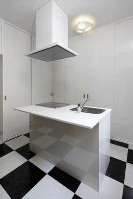 Cuisine de style de style Moderne par 鈴木賢建築設計事務所/SATOSHI SUZUKI ARCHITECT OFFICE