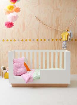 Quarto de crianças  por ukkepuk meubels