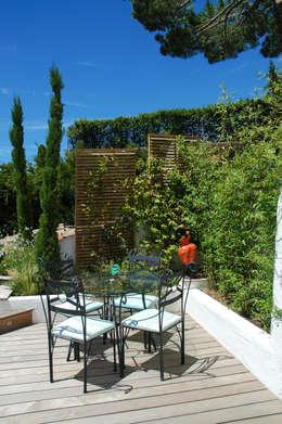 Terrasse avec vue sur la baie de Cannes: Terrasse de style  par Exterior Design