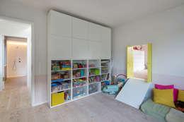 modern Nursery/kid's room by REICHWALDSCHULTZ Berlin