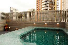 Apartamento Klabin: Piscinas modernas por ODVO Arquitetura e Urbanismo