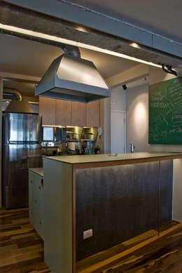 Interior | Apartamento - IV: Cozinhas modernas por ARQdonini Arquitetos Associados