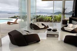 Mantovani e Rita Arquitetura: modern tarz Oturma Odası
