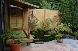 Jardins asiáticos por Kokeniwa Japanische Gartengestaltung