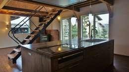 T House ―築100年の納屋をリノベーション―: 一級建築士事務所オブデザインが手掛けたキッチンです。