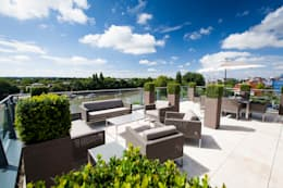 Bouncing buxus:  Roof terrace by Cameron Landscapes and Gardens