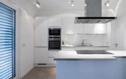 minimalistic Kitchen by Skandella Architektur Innenarchitektur