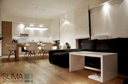 WARSAW ONE: styl , w kategorii Salon zaprojektowany przez SUMA Architektów