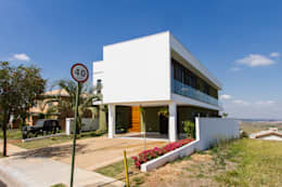 Casas de estilo moderno por HAUS