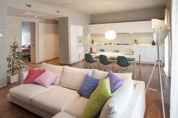 Salas de estar industriais por Brizzi+Riefenstahl Studio