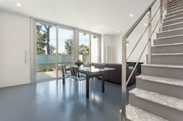Salón - Grey House | 08023 Arquitectos - Barcelona: Salones de estilo moderno de 08023 Architects
