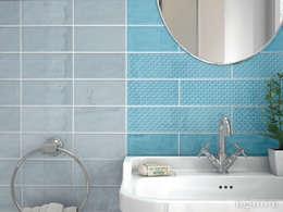 Cosmos Blue Ash, Turquoise 7,5x15 / deco Squama 7,5x30: Baños de estilo mediterráneo de Equipe Ceramicas