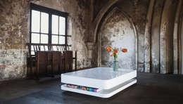 Salas de estilo moderno por RKNL