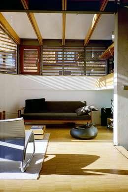 moderne Woonkamer door w3-architekten Gerhard Lallinger