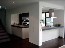 moderne Keuken door w3-architekten Gerhard Lallinger