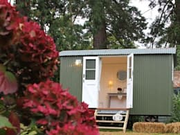 Downland Shepherd Huts 의  차고
