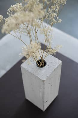 Beton Vase: skandinavische Wohnzimmer von Accidental Concrete