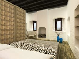 Atelye 70 Planners & Architects – Restorated House 2 Bedroom: akdeniz tarzı tarz Yatak Odası
