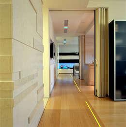 Холл - галерея: Коридор и прихожая в . Автор – Архитектурное бюро Лены Гординой