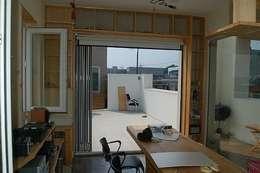 2층 사무실 공간: Altstadt-TOP   Architects의  서재/사무실