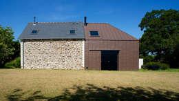 Le Bourg Neuf: Maisons de style de style Moderne par ng-a