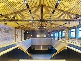 Foyer (Foto: Petra Appelhof):  Bars & clubs door Ector Hoogstad Architecten