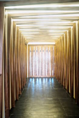 Casa SDLV: Pasillos y recibidores de estilo  por sanzpont [arquitectura]