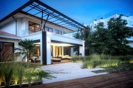 Casa SDLV: Villas de estilo  por sanzpont [arquitectura]