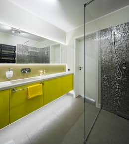 Kolorowy minimalizm: styl , w kategorii Łazienka zaprojektowany przez Pracownia Projektowa Poco Design