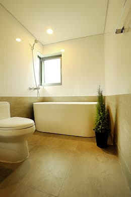 W + house: 백에이어소시에이츠의  화장실