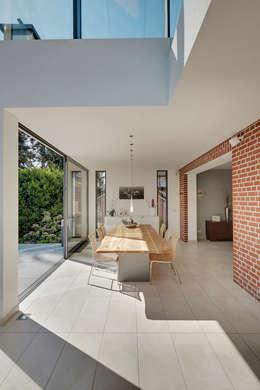 modern Dining room by 28 Grad Architektur GmbH
