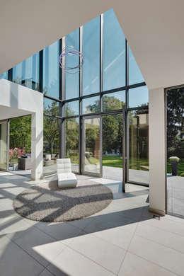 modern Conservatory by 28 Grad Architektur GmbH