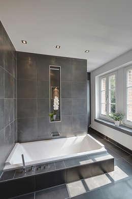 modern Bathroom by 28 Grad Architektur GmbH