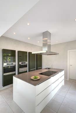 modern Kitchen by 28 Grad Architektur GmbH