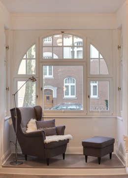 28 Grad Architektur GmbH: klasik tarz tarz Oturma Odası