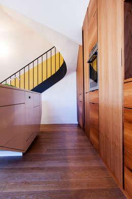 Un espace fonctionnel, lumineux et élégant.: Cuisine de style de style Moderne par Charlotte Raynaud Studio