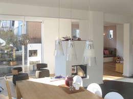 moderne Eetkamer door STRICK  Architekten + Ingenieure