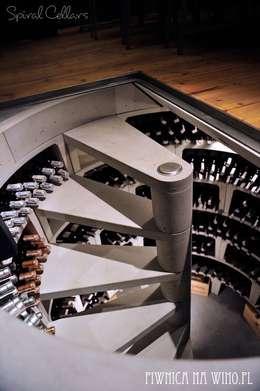 moderne Wijnkelder door PIWNICA na WINO