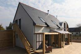 Façade sud avec terrasse bois: Maisons de style de style Moderne par Patrice Bideau a.typique